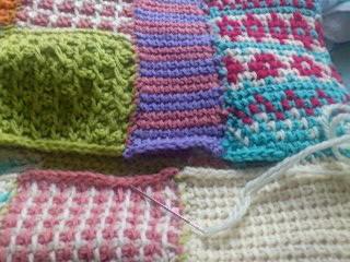 アフガン編みモチーフのポーチ